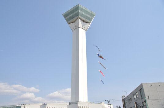 タワー塔体に「大型こいのぼり」を設置