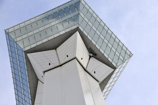 塔体にサンタクロースを設置☆