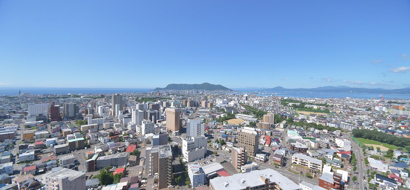 展望2階(地上90m)から見た函館市街と函館山